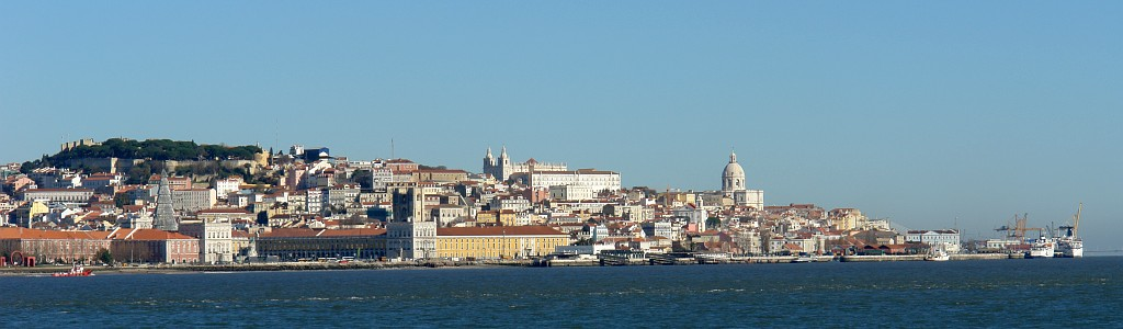 Panorama de Lisboa vista do Rio Tejo - foto da autoria de [http://commons.wikimedia.org/wiki/User:OsvaldoGago Osvaldo Gago]