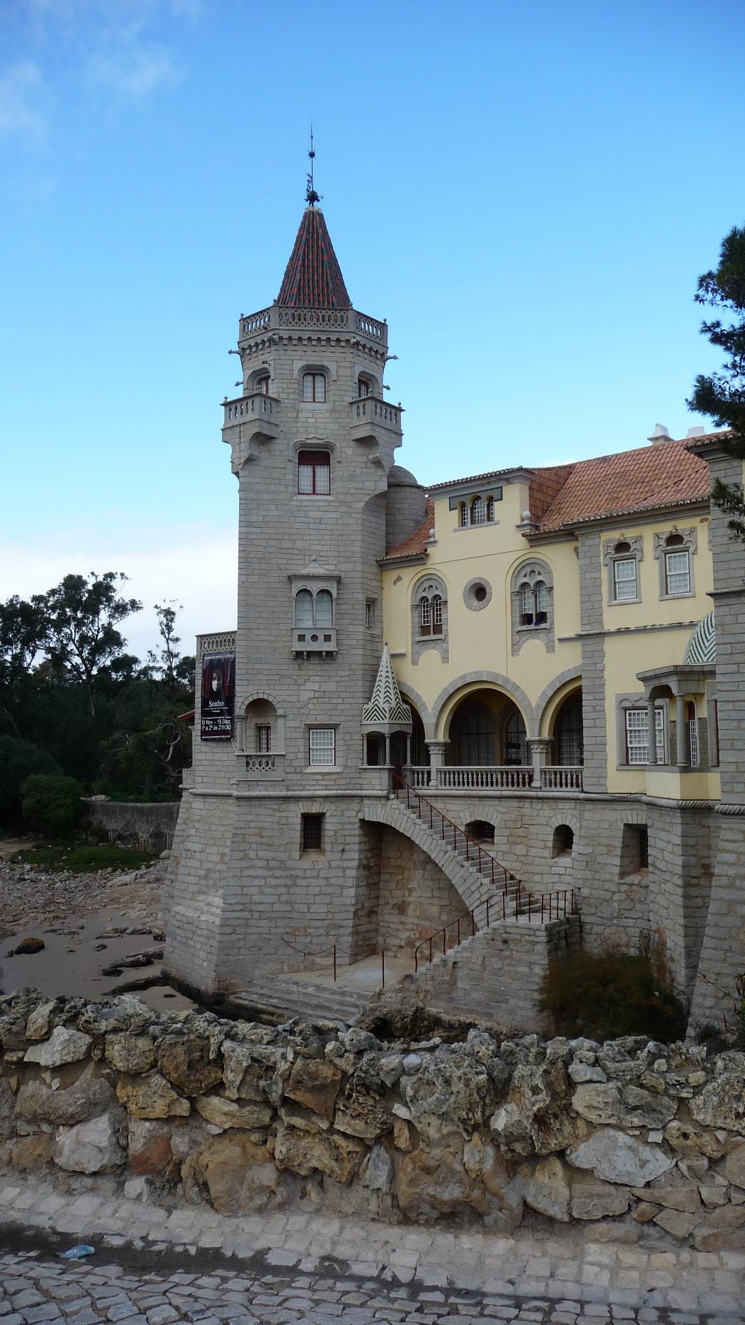 Palácio dos Condes de Castro Guimarães Foto da autoria de Artur Anjos